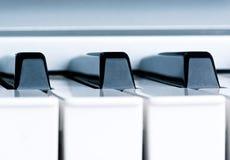 De zeer belangrijke close-up van de piano stock foto