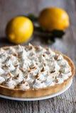 De zeer belangrijke scherpe citroen van de kalkpastei Stock Foto's