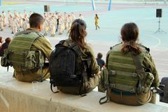 De zeer Jonge Militairen bewaken een Vergadering in een Militaire School royalty-vrije stock afbeeldingen