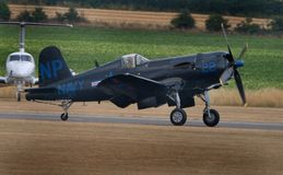 De Zeerover van Vought F4U De Zeerover van Vought F4U is een Amerikaans vechtersvliegtuig dat hoofdzakelijk de dienst in Wereldoo stock foto