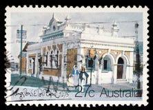 De zegel in Australië wordt gedrukt toont de Historische Australische Postkantoren, Kingston Southeast dat royalty-vrije stock afbeelding