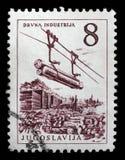 De zegel die in Joegoslavië wordt gedrukt toont de timmerhoutindustrie royalty-vrije stock fotografie