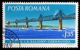 De zegel die in Roemenië wordt gedrukt toont Saligny-Brug, Cernavoda stock afbeeldingen