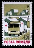 De zegel die in Roemenië wordt gedrukt toont Tentkamp en ziekenwagen van het Rode Kruis, Benarde toestand van de de vloedslachtof royalty-vrije stock afbeelding