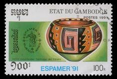 De zegel door Kambodja wordt gedrukt toont Pre-Columbian artefacten, circa 1991 die royalty-vrije stock afbeeldingen