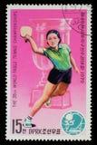 De zegel door Noord-Korea wordt gedrukt toont pingpongspelers die Het kampioenschap van het wereldpingpong in Pyongyang stock fotografie