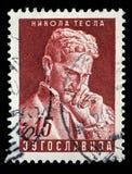 De zegel in Joegoslavië wordt gedrukt toont Nikola Tesla dat Royalty-vrije Stock Afbeeldingen