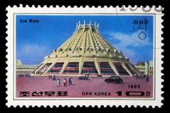 De zegel in Korea wordt gedrukt toont Pyongyang Ijsbaan die stock foto