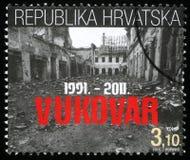 De zegel in Kroatië wordt gedrukt schilderde twintigste verjaardag van de vernietiging van Vukovar die af Stock Foto