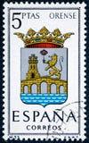 De zegel in Spanje gewijd aan Wapens van Provinciale Kapitalen wordt gedrukt dat toont Orense stock foto