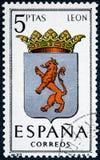 De zegel in Spanje gewijd aan Wapens van Provinciale Kapitalen wordt gedrukt toont Leon die royalty-vrije stock foto