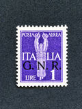 1943 de zegel van Italië: De post van de 1 Lirelucht overdruk GNR Stock Afbeeldingen