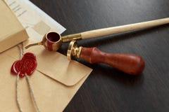 De zegel van de notariswas - verbinding op notarieel bekrachtigd document stock foto's