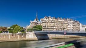 De zegen en Notre Dame de Paris timelapse hyperlapse zijn één van de beroemdste symbolen van Parijs stock video