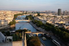 De Zegen van Parijs bij de Zomerzonsondergang Royalty-vrije Stock Fotografie