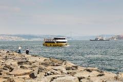 De zeilen Bosphorus van het vervoerschip stock afbeelding