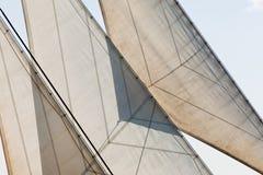De zeilen van het jacht en de abstracte achtergrond van het optuigendetail Royalty-vrije Stock Foto