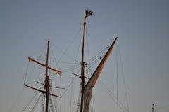 De zeilen van het piraatschip Royalty-vrije Stock Foto's