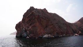 De zeilen van de schipreis langs Musandam-schiereiland, Sultanaat van Oman, Golf van Oman stock videobeelden