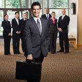 De zekere aktentas van de zakenmanholding Stock Foto