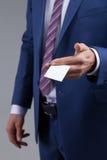 De zekere jonge manager introduceert zich Royalty-vrije Stock Foto