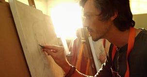 De zekere schets van de kunstenaarstekening op canvas 4k stock videobeelden
