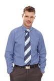 De zekere zakenman met dient zakken in Royalty-vrije Stock Foto's