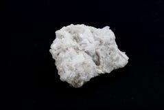 De zeldzame witte steen van kwartskristallen stock foto