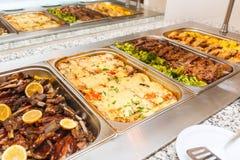 De zelfbedieningslunch of diner van het voedselbuffet stock foto