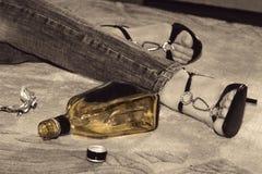 De zelfmoord van de vrouw met pillen en alcohol Royalty-vrije Stock Foto