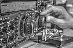 De zendontvanger van de hoge frequentie radioamateur in zwart-wit royalty-vrije stock afbeelding