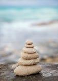 De Zenstenen, achtergrondoceaan, zien, plaatsen voor de perfecte meditatie Royalty-vrije Stock Foto