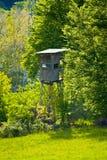 De zetel van een jager bij de rand van het bos in Beieren royalty-vrije stock afbeelding