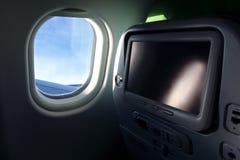 De zetel van het vliegtuig met het TVscherm stock foto
