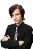 De zeventien-jaar-oude jonge man in een zwart overhemd Stock Foto
