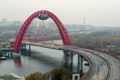 De Zhivopisnybrug is een kabel-gebleven brug Stock Afbeelding