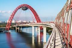 De Zhivopisnybrug is kabel-gebleven brug Stock Afbeeldingen