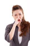 De zieke bedrijfsvrouwenstafmedewerker lijdt aan koude of griep Stock Afbeeldingen