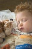 De zieke Slaap van de Jongen Stock Afbeeldingen