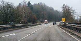 De ziekenwagen van Deutschesrotes Kreuz op een regenachtige dag royalty-vrije stock afbeeldingen