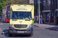De Ziekenwagen van Londen op een vraag stock foto's