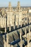 De zielenuniversiteit het UK van Oxfords dromerige spitsen alll Stock Afbeeldingen