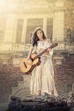 De zigeuner van de schoonheid met giutar Stock Fotografie
