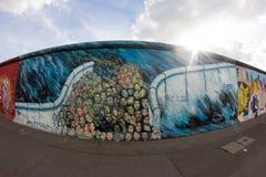 De Zijgalerij van het oosten - Straatkunst en Graffiti in Berlijn, Duitsland Royalty-vrije Stock Afbeeldingen