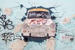 De Zijgalerij van het oosten - Straatkunst en Graffiti in Berlijn, Duitsland Stock Foto