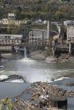De zijindustrieën van de rivier royalty-vrije stock foto