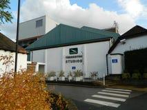 De zijingang van Teddingtonstudio's in Bezemweg Teddington Middlesex Royalty-vrije Stock Afbeelding