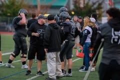 De Zijlijn bij een Spel van de Middelbare schoolvoetbal stock fotografie