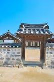 De zijpoort van de tempel stock foto's