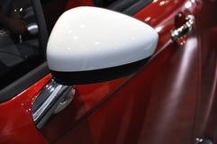 De zijspiegel van de auto Stock Afbeeldingen